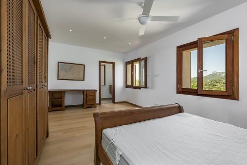 Master bedroom with bathroom en suite