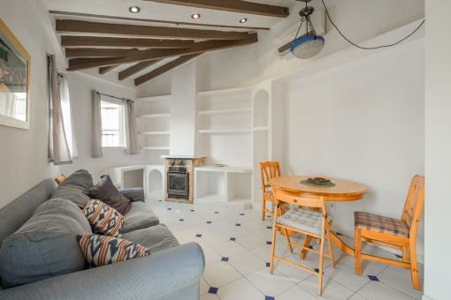 Charming, centrally-situated town apartment with potential in Palma