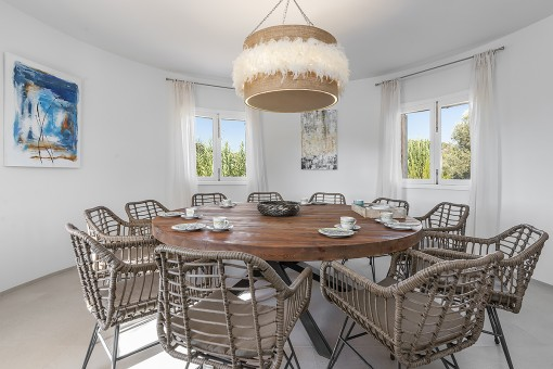 Beautifully furnihed dining area