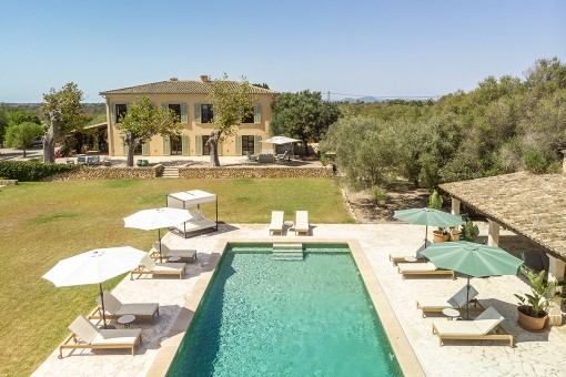 Luxurious finca property with its own olive plantation and fantastic panoramic views in a sought-after location of Santanyí