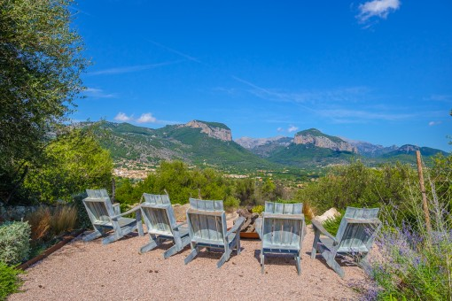 Separate sitting area with a view to the mountains of Alaró