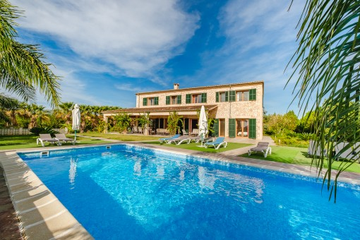 50 sqm saltwater pool with sun terrace
