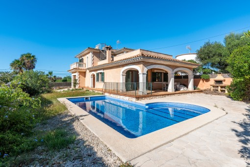 Mediterranean villa with pool, large roof terrace and fantastic sea views in Son Moja