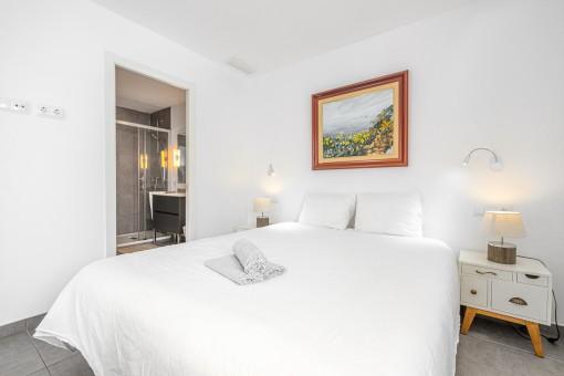 Apartment 1 - Bedroom with bathroom en suite