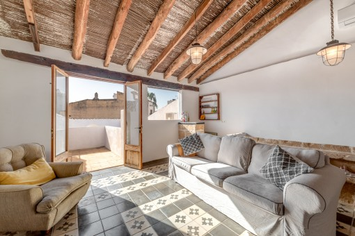 Access to a sunny roof terrace