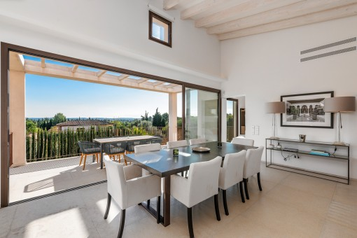 Dining area with panorama glass sliding door