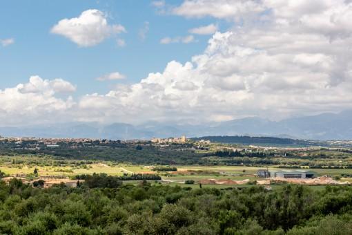 Sweeping views to the Sierra de Tramuntana