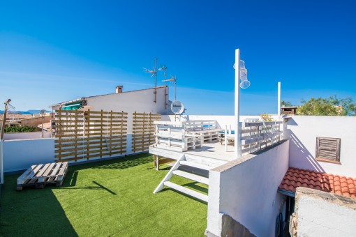 Roof terrace with lounge area