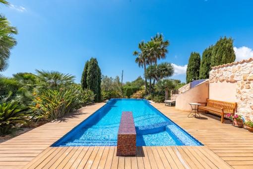 Dreamlike 17 m infinity pool