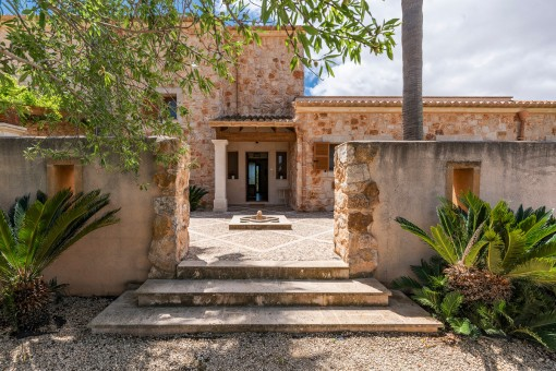 Charming entrance to the stone finca