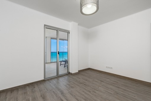Room with terrace access and sea views