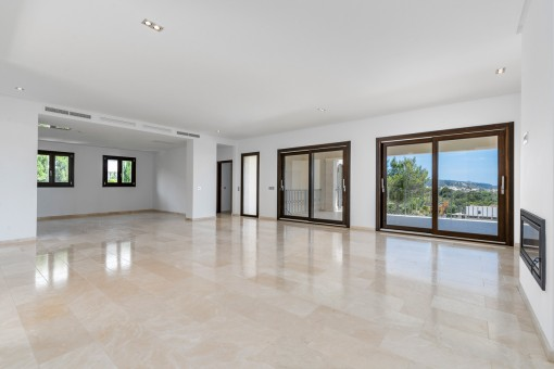 Living area with ample space