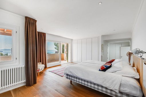 Alternative view of this bedroom