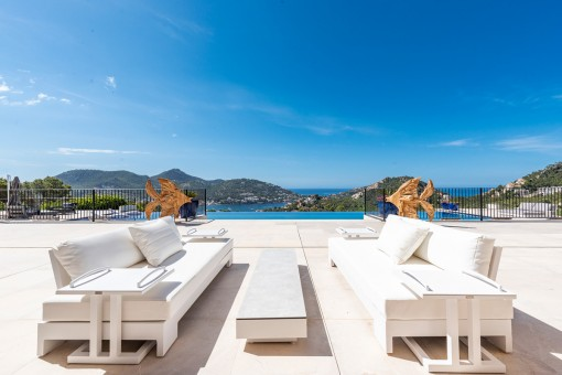 Splendid chill out lounge by the pool