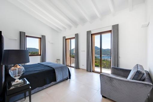 Another elegant double bedroom