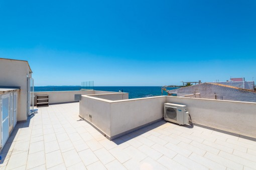 Large sea view roof terrace