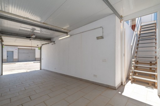 Garage and access to the roof