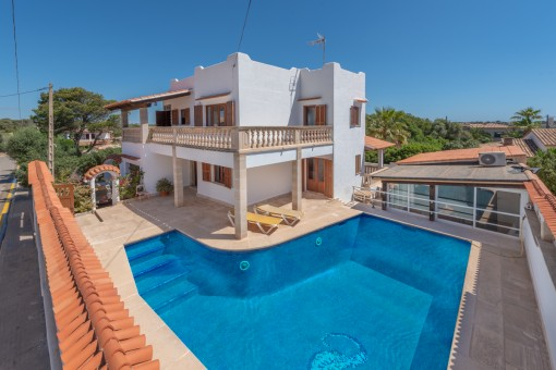 Mediterranean chalet with sea views and pool in Cala Llombards