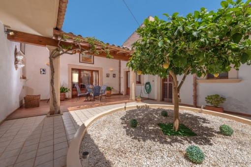 Well-maintained town-house with large patio in Campos