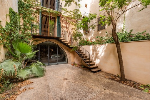 Private garage and lovely patio