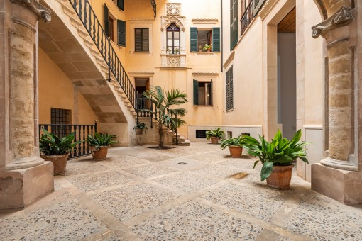 Wonderful main patio of the palace