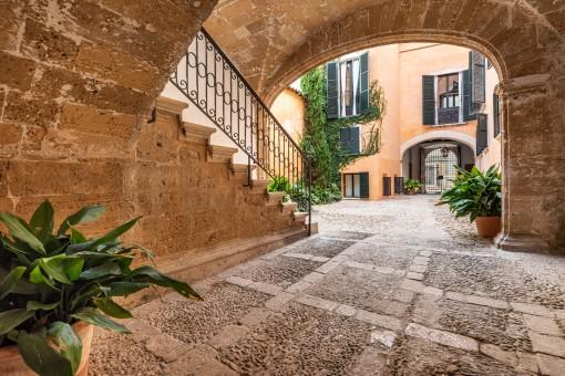 Enchanting entrance to oldtown palace