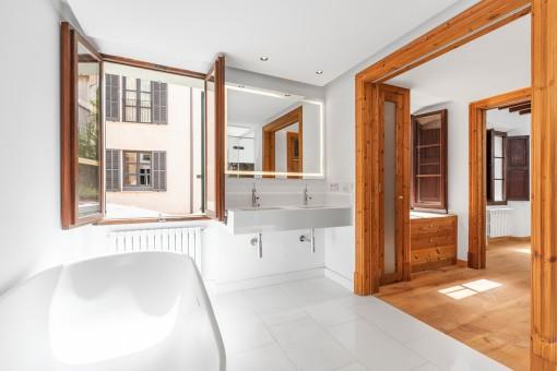 Luxurious en suite bathrooms