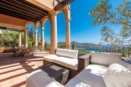 Mediterranean terrace with lounge area