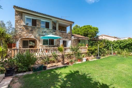 Mediterranean villa in green surroundings in the quiet area of El Toro